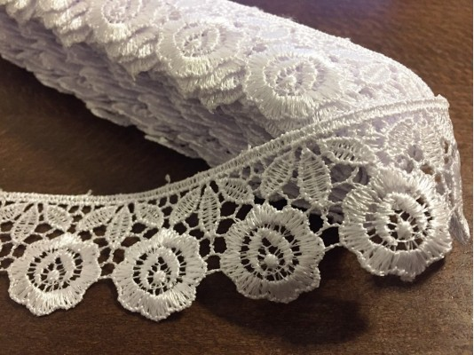 Lace, color: white, width: 35mm, 1 roll: 9y, unitprice: 133,0 Ft/yard*