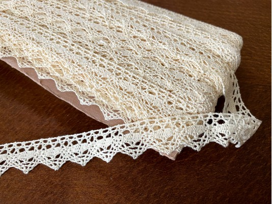 Cotton lace, color: ecru, width: 20mm, 1 roll: 25m, unitprice: 138,0 Ft/meter*