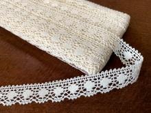 Cotton lace, color: ecru, width: 15mm, 1 roll: 25m, unitprice: 138,0 Ft/meter*