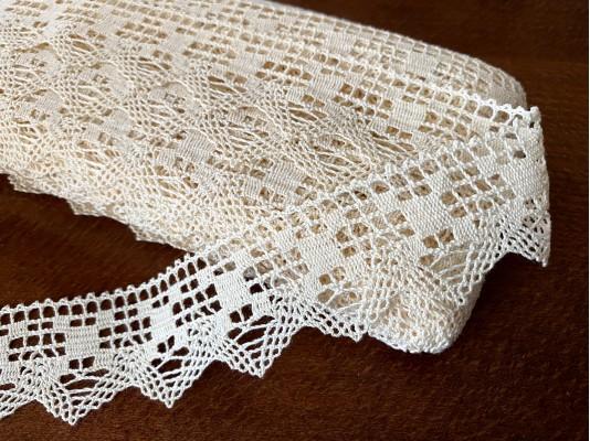 Cotton lace, color: ecru, width: 40mm, 1 roll: 25m, unitprice: 138,0 Ft/meter*