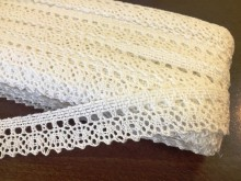Cotton lace, color: white, width: 25mm, 1 roll: 25m, unitprice: 138,0 Ft/meter*