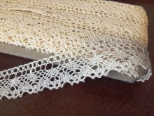Cotton lace, color: ecru, width: 25mm, 1 roll: 25m, unitprice: 138,0 Ft/meter*