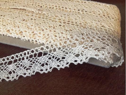 Cotton lace, color: ecru, width: 25mm, 1 roll: 25m, unitprice: 138,0 Ft/meter*
