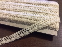 Cotton lace, color: ecru, width: 15mm, 1 roll: 25m, unitprice: 138,0 Ft/meter*