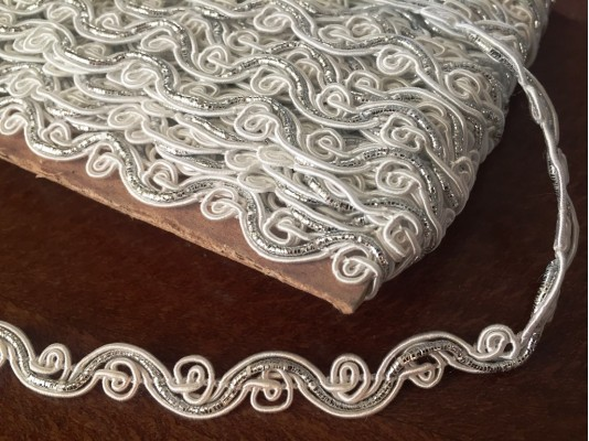 Braiding, color: white-silver, width: 9mm, 1 roll: 25m, unitprice: 125,0 Ft/meter*