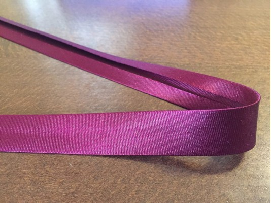 Satin bias binding, color: claret, width: 20mm, 1 roll: 25m, unitprice: 51,0 Ft/meter*